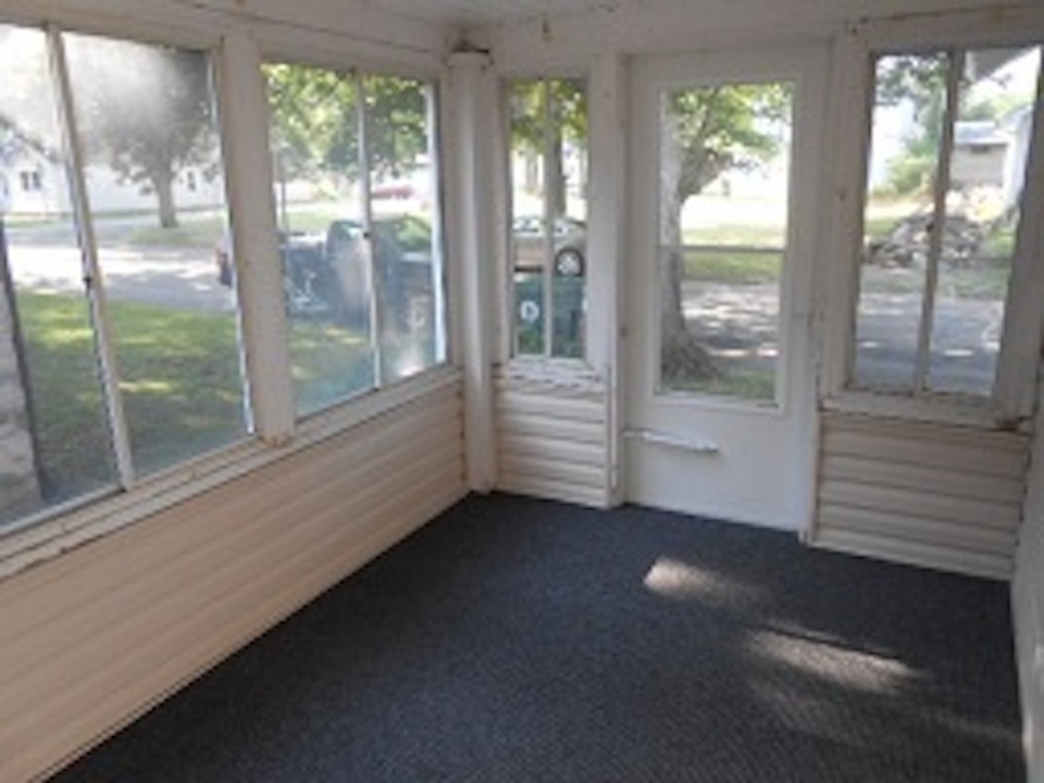 1108 Abbott 2 bedroom house in muncie for rent near ball state front porch photo