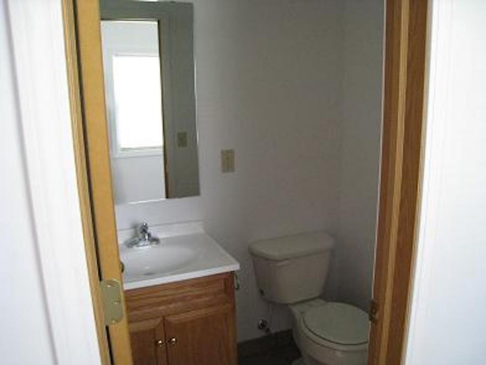 1111 Locust 2 bedroom rental property in muncie near ball state bathroom photo