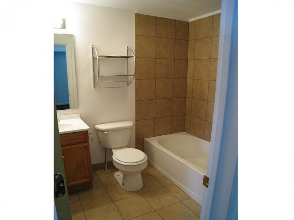 1111 Locust 2 bedroom house for rent near Ball State in Muncie bathroom photo