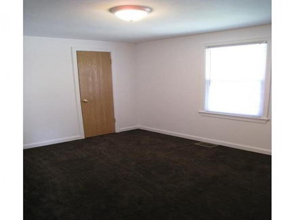1111 Locust 2 bedroom Ball State Rental house in muncie bedroom photo