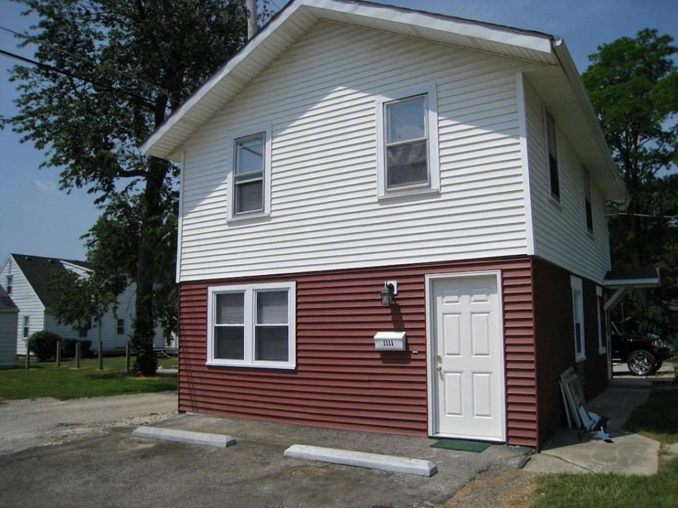 1111 Locust 2 bedroom Ball State house for rent in muncie exterior photo