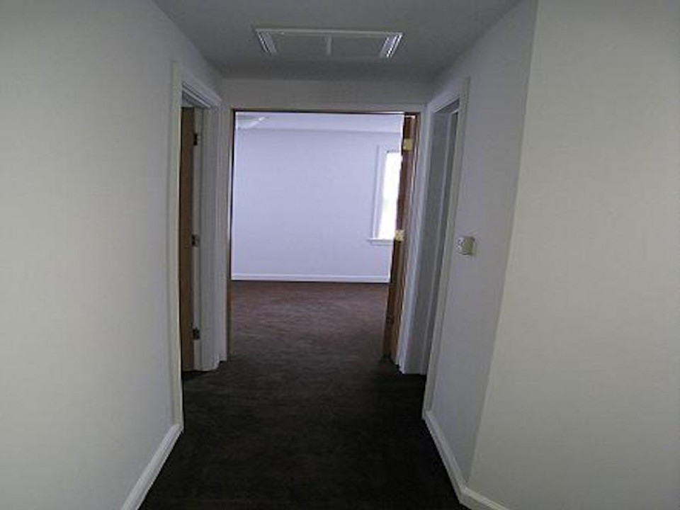 1111 Locust 2 bedroom Ball State rental house in muncie hallway photo