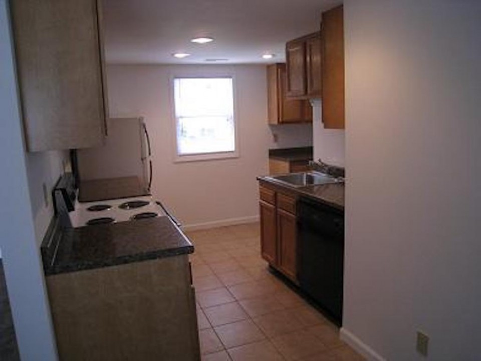 1111 Locust 2 bedroom college rental house close to Ball State in muncie kitchen photo