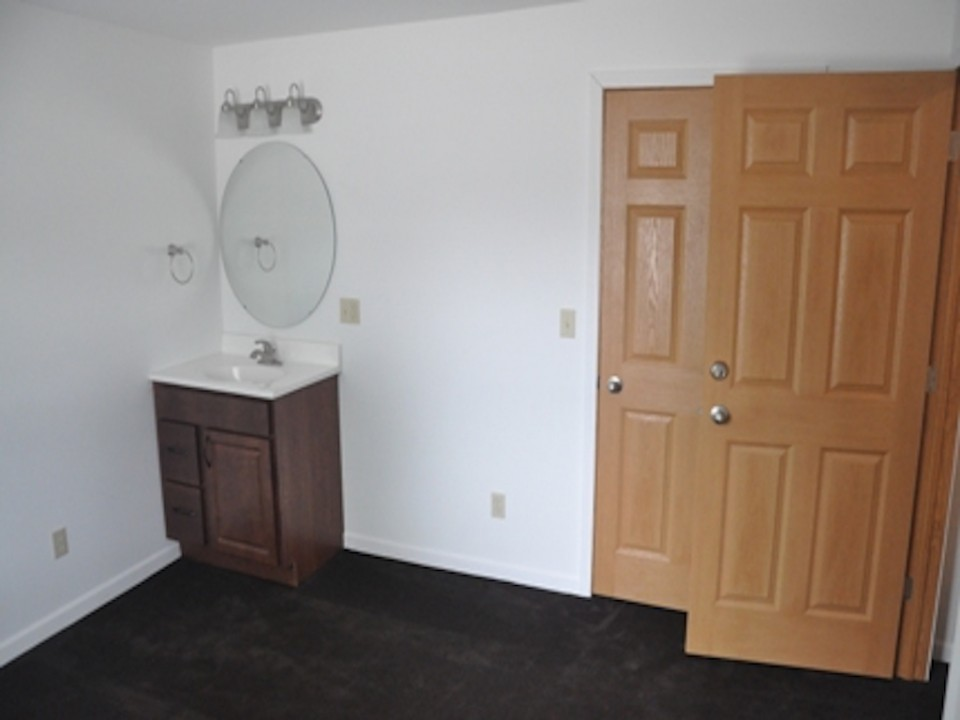 1113 Abbott 3 bedroom BSU rental house in muncie bedroom photo