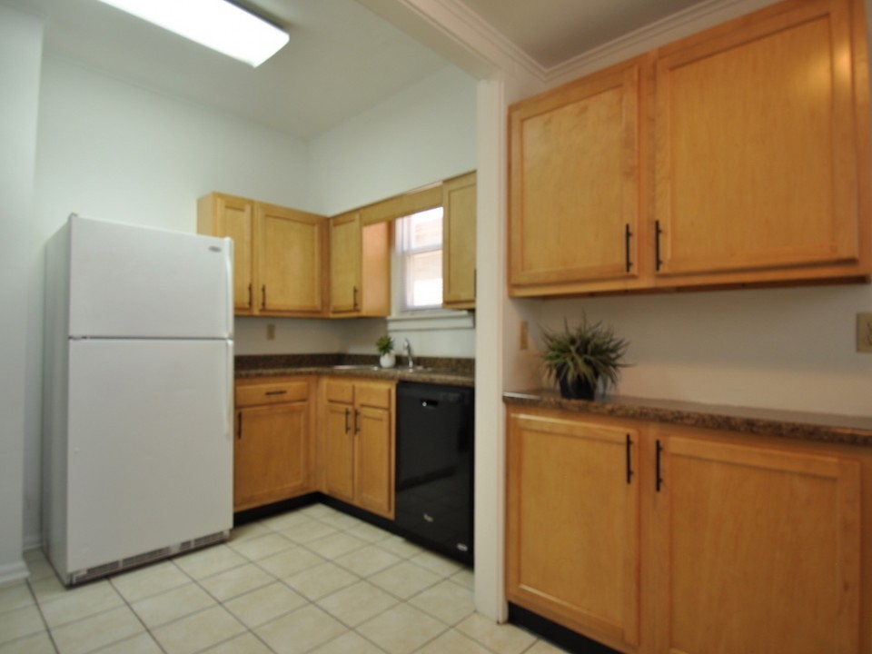 1116 Marsh 4 bedroom house for rent near Ball State in muncie kitchen photo