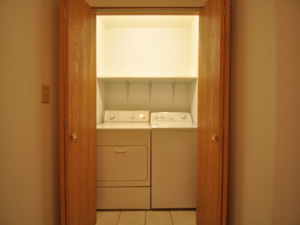 1116 Marsh 4 bedroom Ball State rental property laundry room photo
