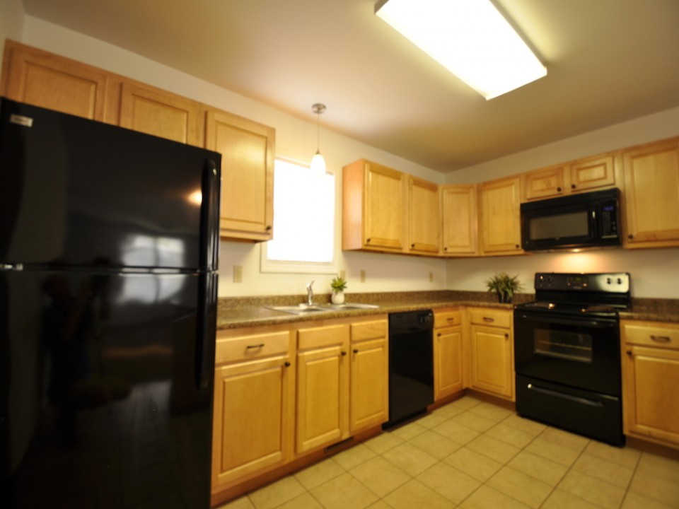 1116 Rex 5 bedroom Ball State rental house in muncie kitchen photo
