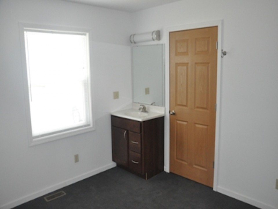 1121 Abbott 5 Bedroom Ball State rentals in muncie bedroom photo