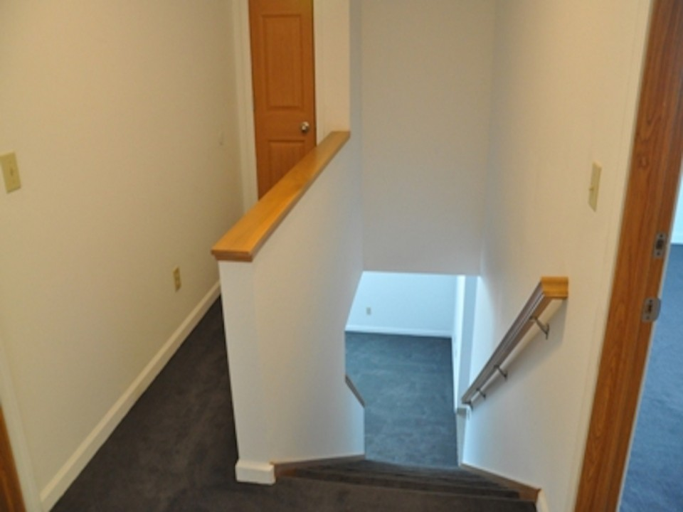 1121 Abbott 5 Bedroom house for rent near bsu in muncie stairway photo