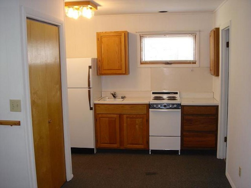 1211 1/2 Carson 1-room Efficiency BSU house for rent in muncie kitchen photo