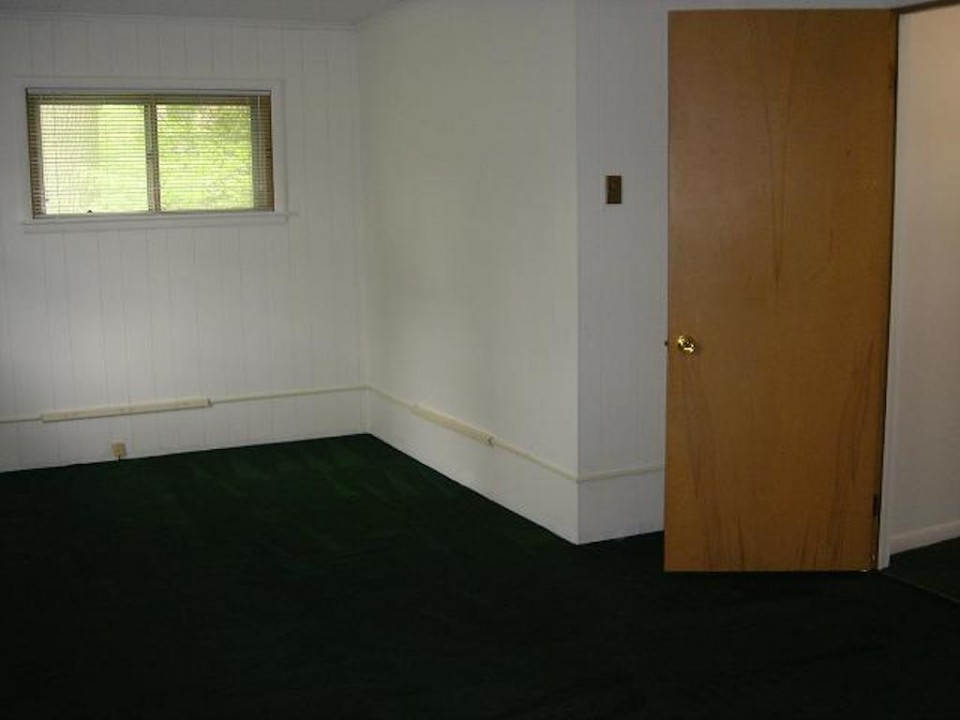 1211 Carson 7 bedroom house for rent near Ball State in Muncie bedroom photo