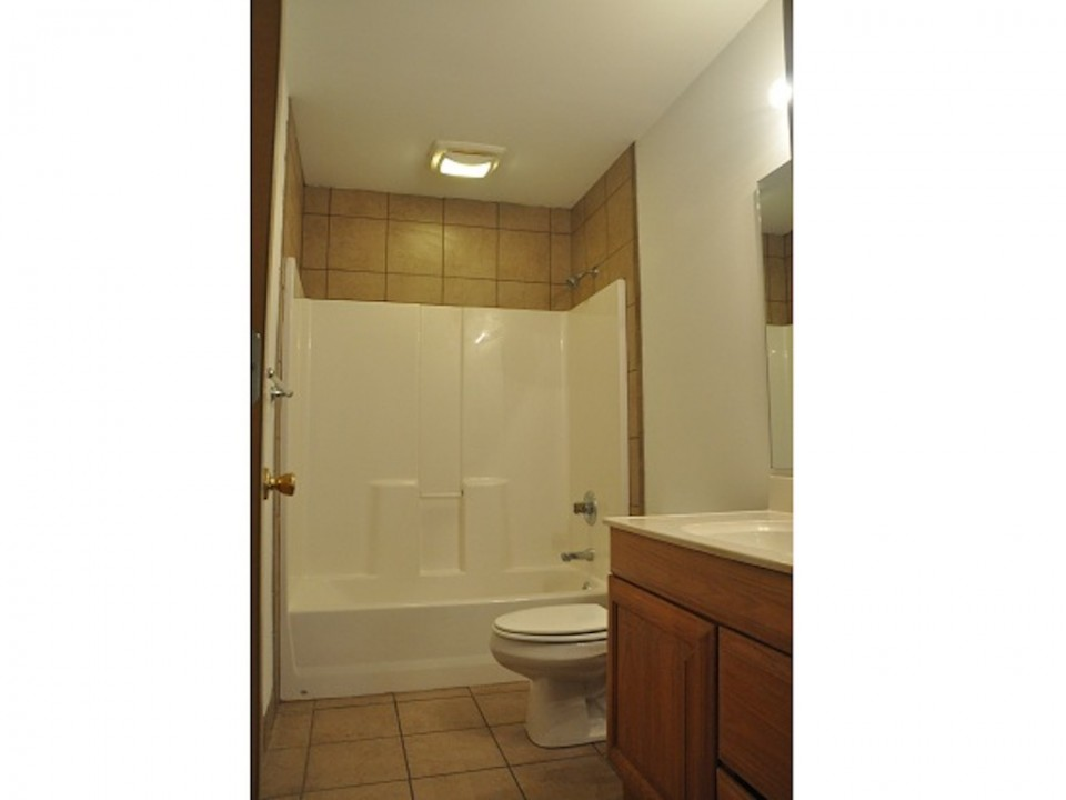 1212 Rex 5 bedroom off campus house for rent near ball state in muncie bathroom photo