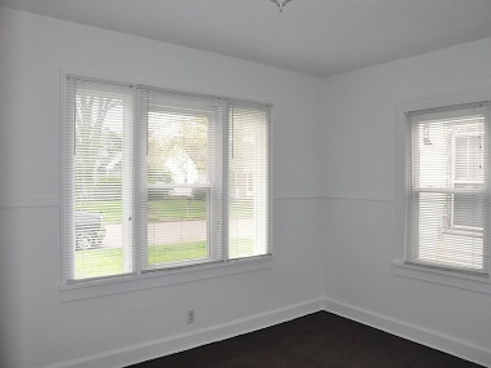 1212 Rex 5 bedroom off campus house for rent near BSU in muncie bedroom photo