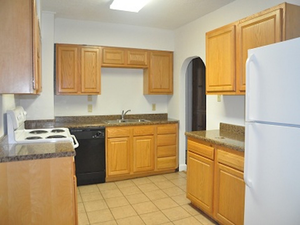 1212 Rex 5 bedroom BSU off campus rental house kitchen photo