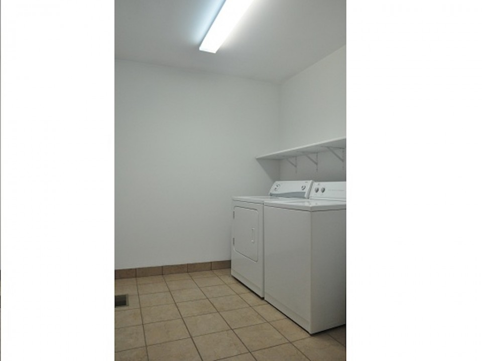 1212 Rex 5 bedroom off campus house for rent close to BSU in muncie laundry photo