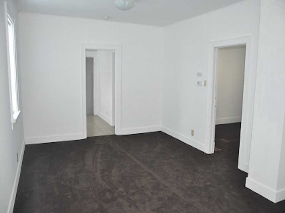 1213 University 3 bedroom rental house in muncie near ball state dining area photo