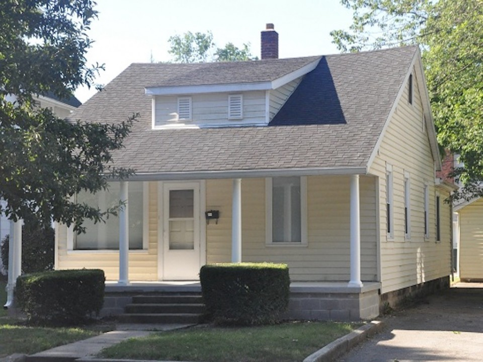 1213 University 3 bedroom Ball State house for rent in muncie exterior photo