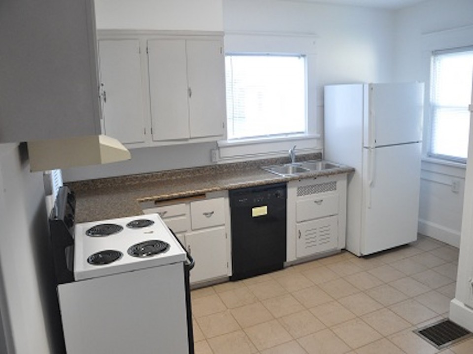 1213 University 3 bedroom ball state rental house in muncie kitchen photo
