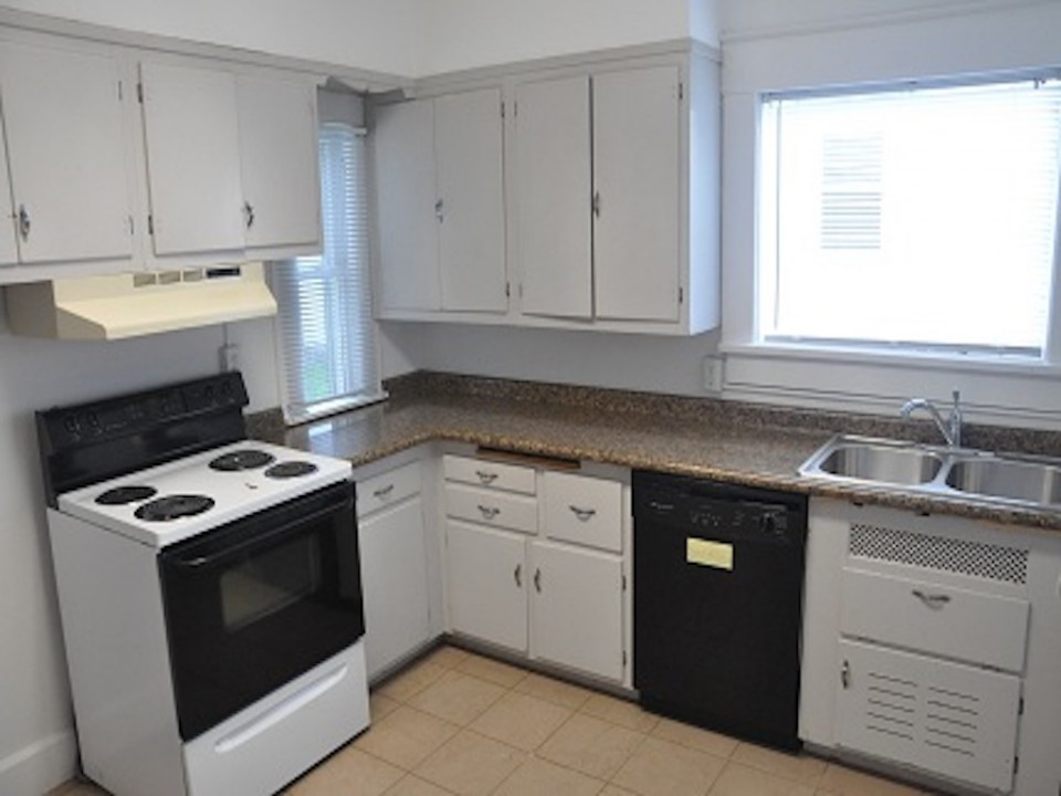 1213 University 3 bedroom house for rent near ball state in muncie kitchen photo