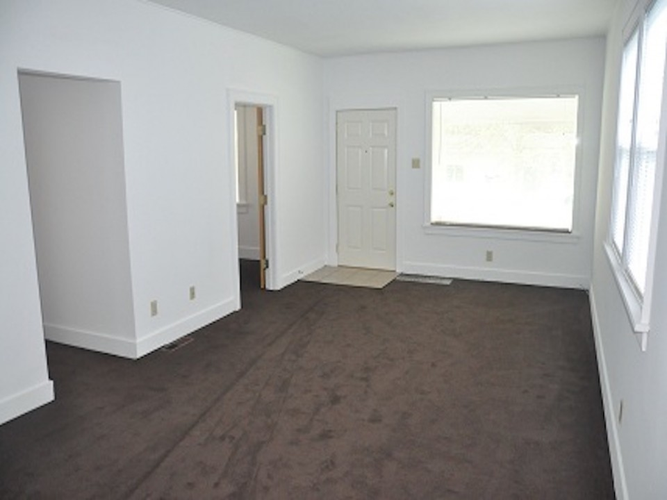 1213 University 3 bedroom rental house in muncie near bsu living room photo