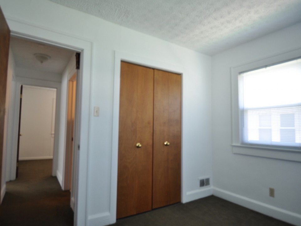 1216 Abbott 4 bedroom bsu rental bedroom photo