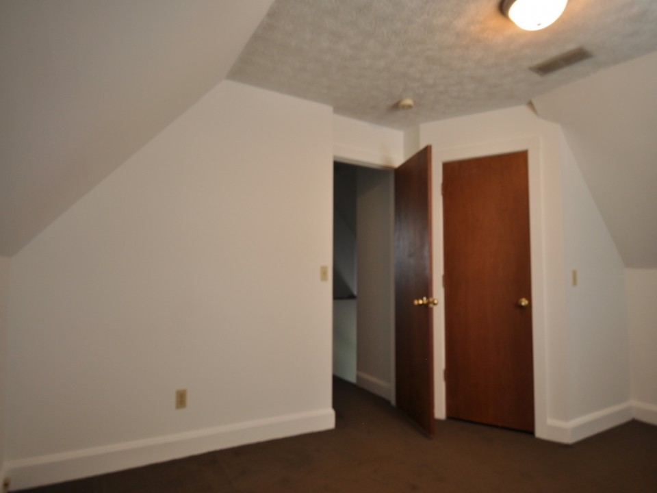 1216 Abbott 4 bedroom house for rent near bsu in muncie bedroom photo
