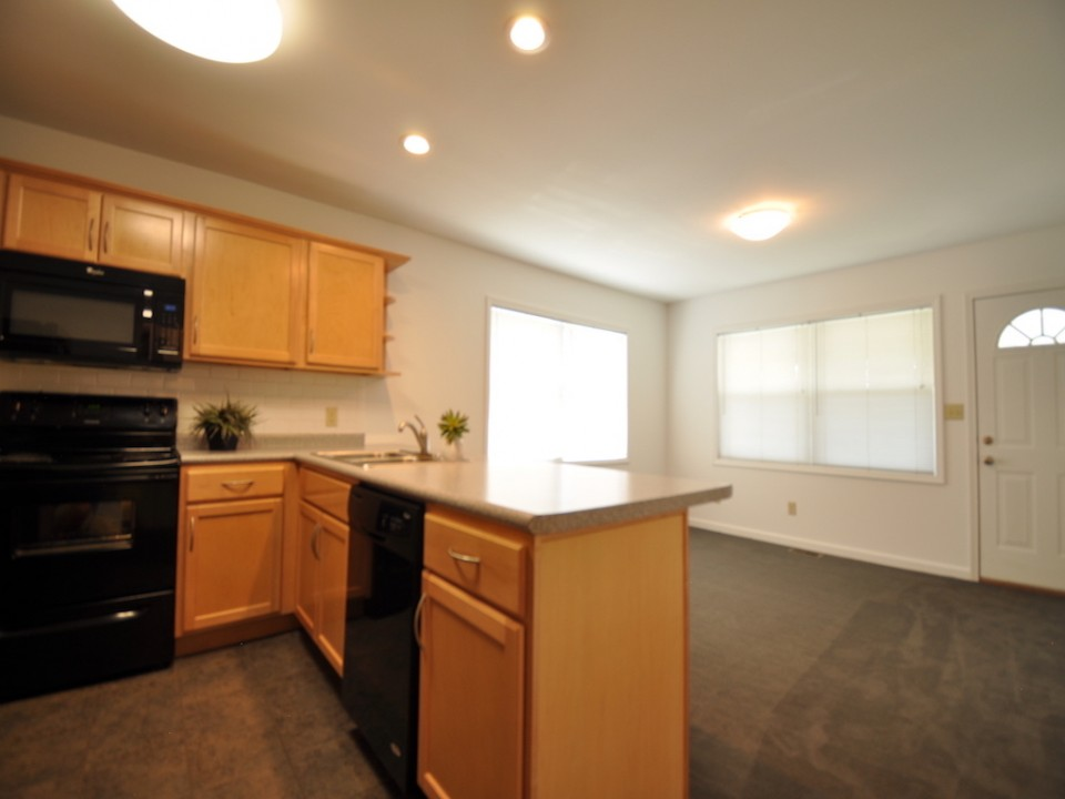1216 Carson 3 bedroom house for rent close to ball state kitchen photo