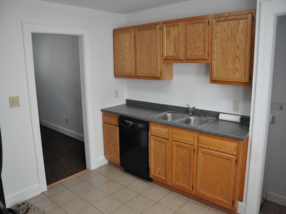 1220 Abbott 4 bedroom house for rent near ball state in muncie kitchen photo