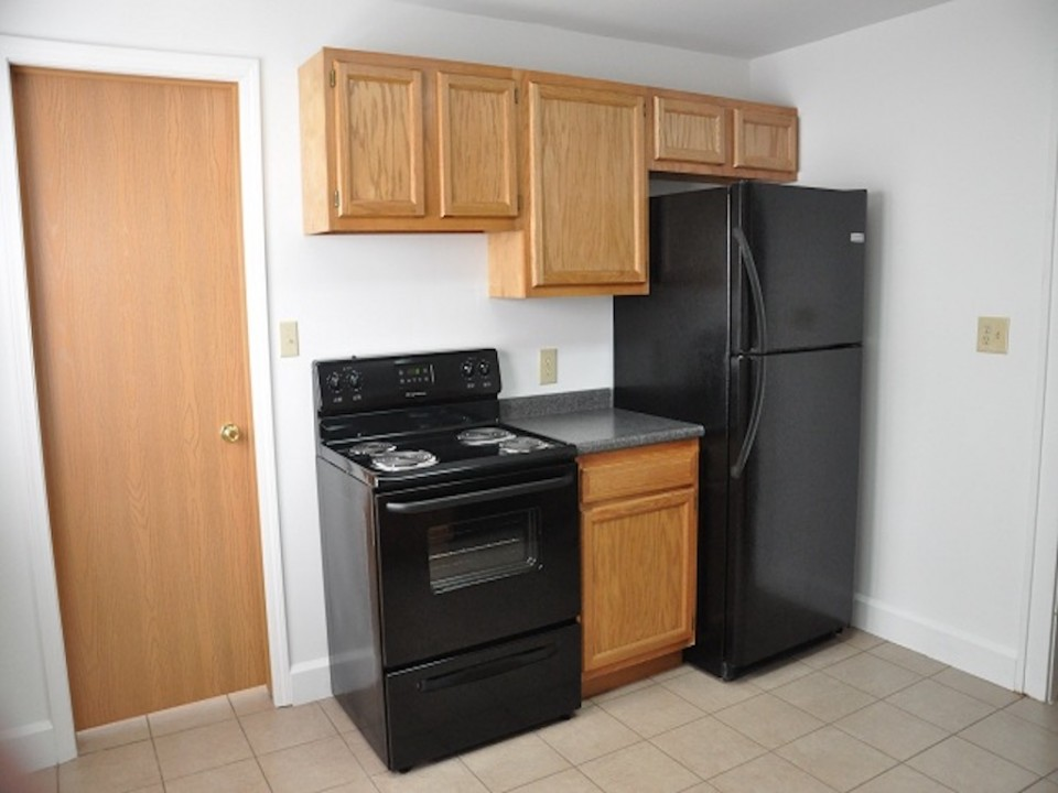 1220 Abbott 4 bedroom BSU rental house kitchen photo
