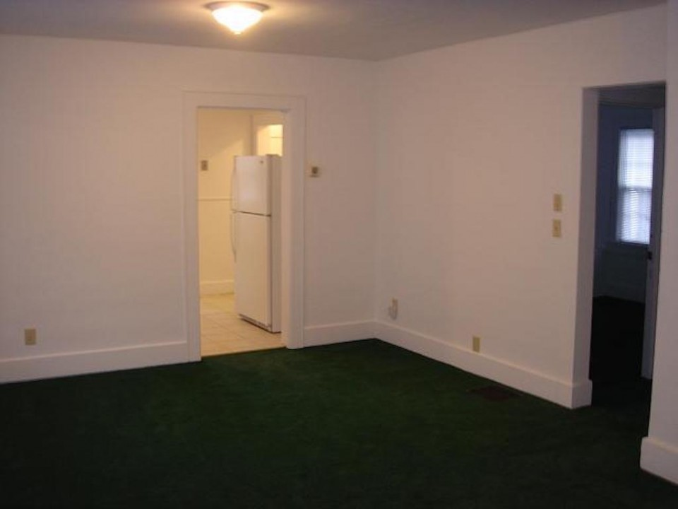1221 Marsh 4 bedroom BSU rental house in muncie dining room photo