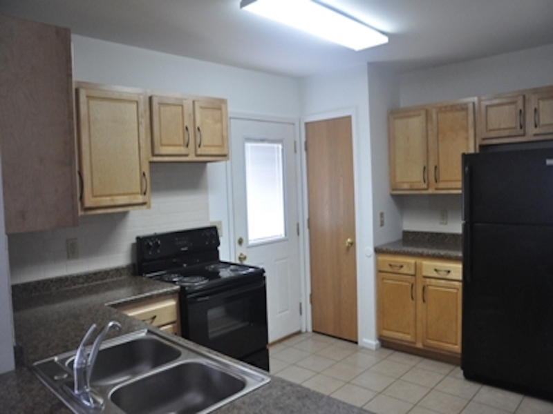 124 McKinley 3 bedroom BSU rental property kitchen photo