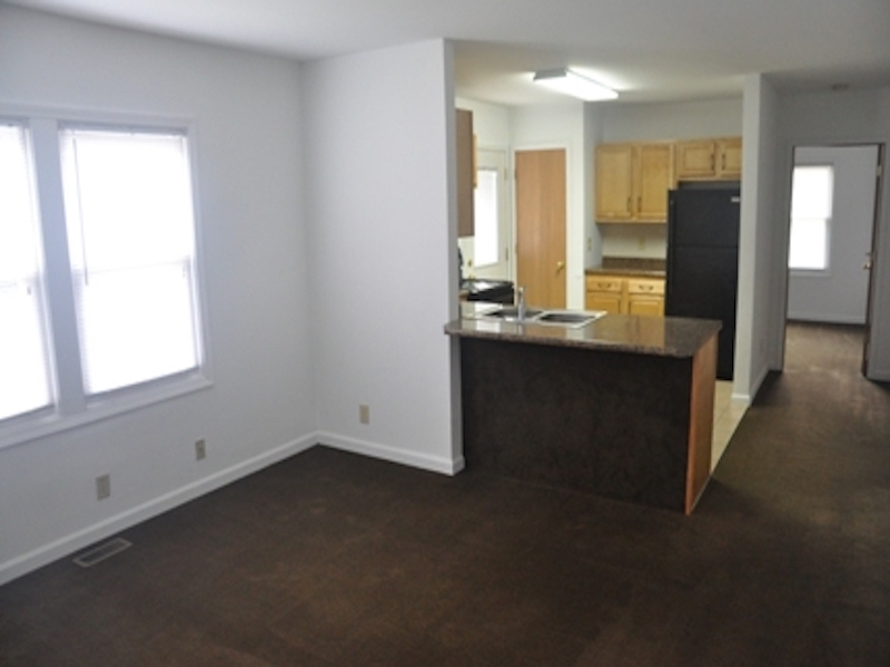 124 McKinley 3 bedroom BSU rental house in muncie living room photo