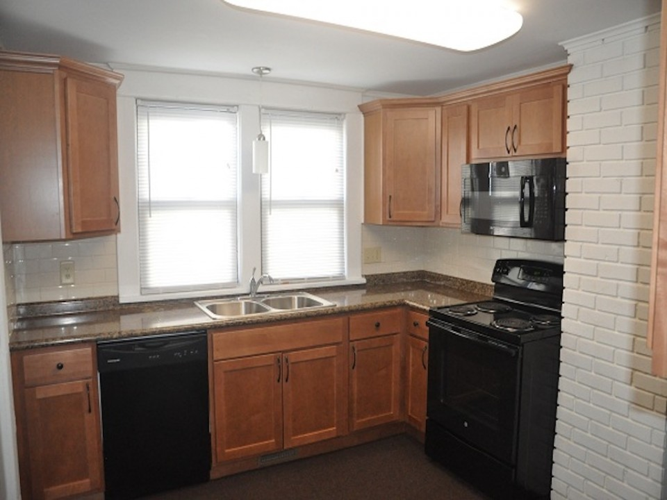 1313 University 6 bedroom off-campus house for rent near BSU in muncie kitchen photo