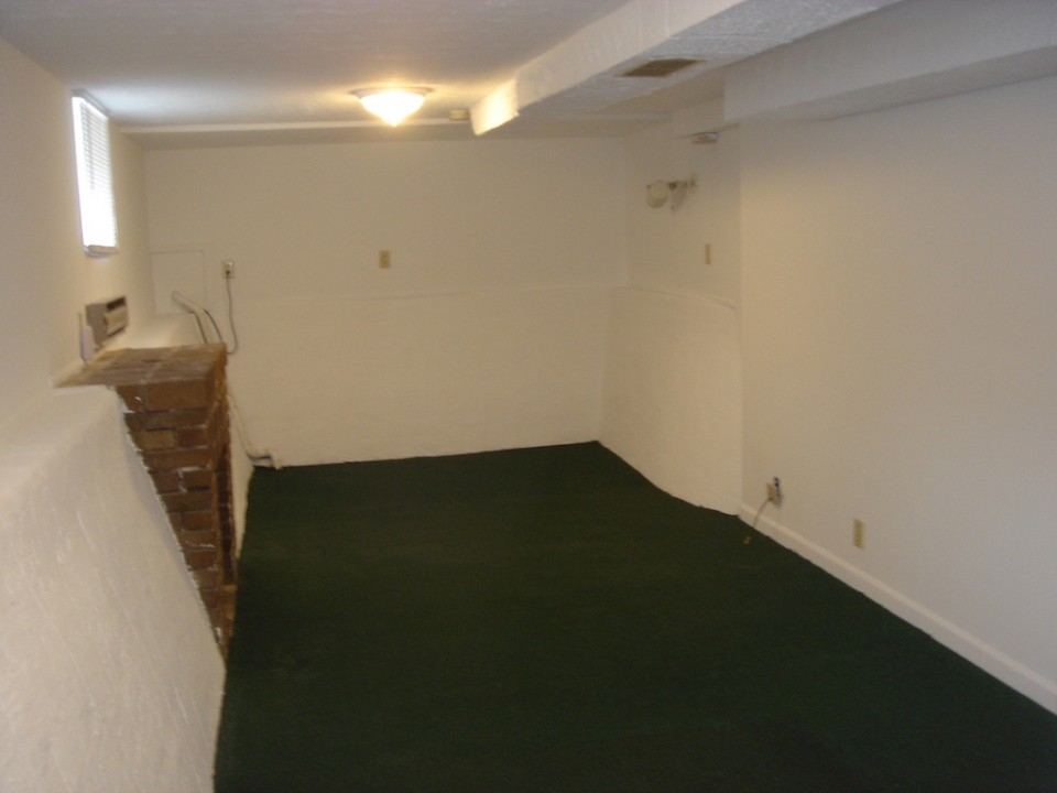 2004 W Main 5 bedroom house for rent close to BSU basement photo