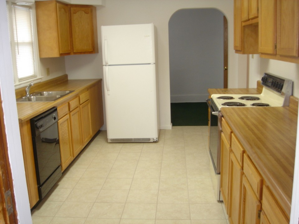 2004 W Main 5 bedroom Ball State rental house in muncie kitchen photo