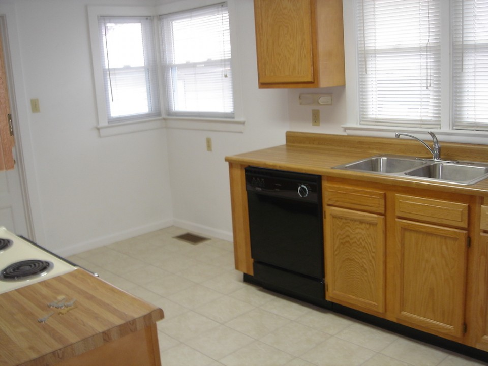 2004 W Main 5 bedroom BSU rental house in muncie kitchen photo