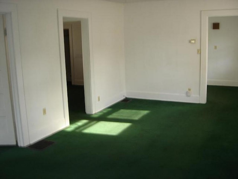 2004 W Main 5 bedroom BSU house for rent in muncie living room photo