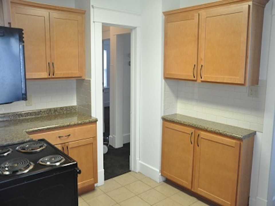 2011 Main 5 bedroom Ball State rental in muncie kitchen photo