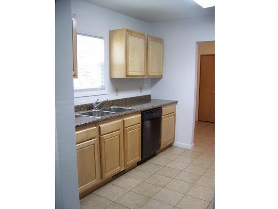 2015 Washington 5 bedroom Ball State rental house in muncie kitchen photo