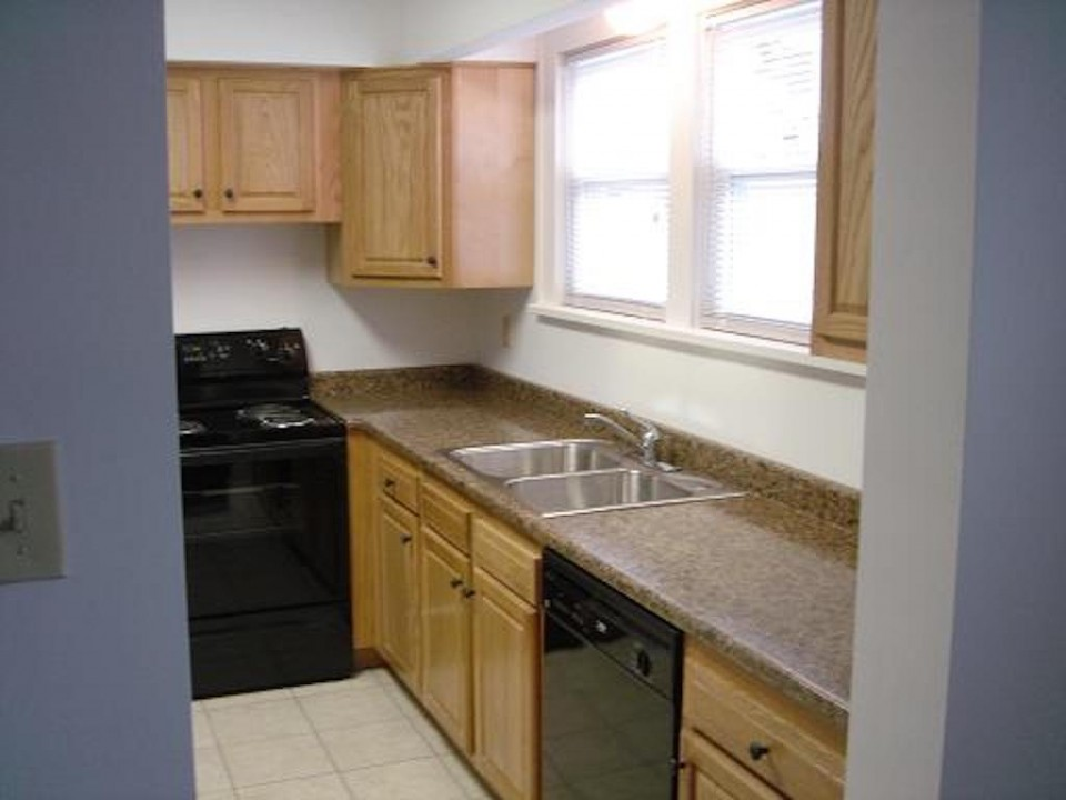 2020 Main 6 bedroom off-campus house for rent near ball state kitchen photo
