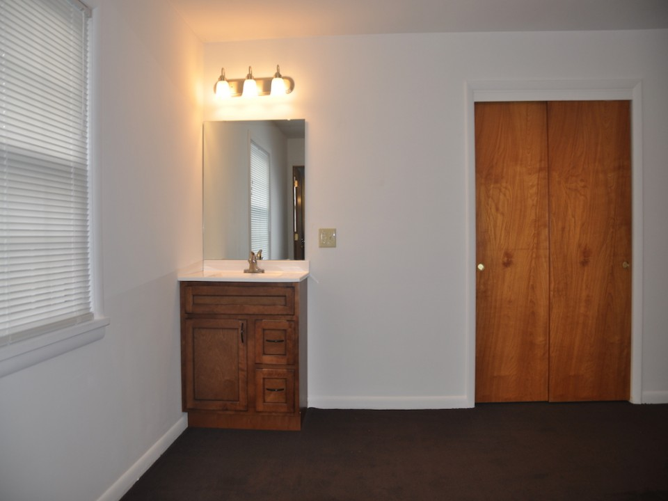2410 Euclid 5 bedroom Ball State rental property house bedroom photo in muncie