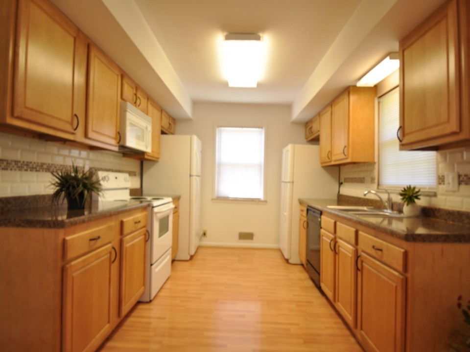 2410 Euclid 5 bedroom Ball State rental house kitchen photo