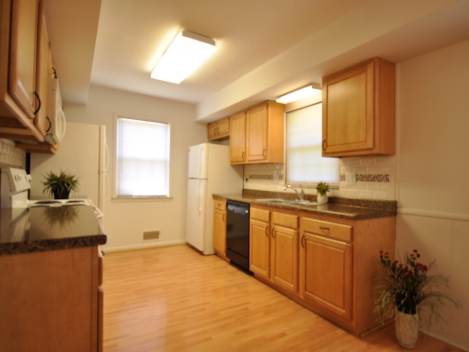 2410 Euclid 5 bedroom BSU rental house kitchen photo