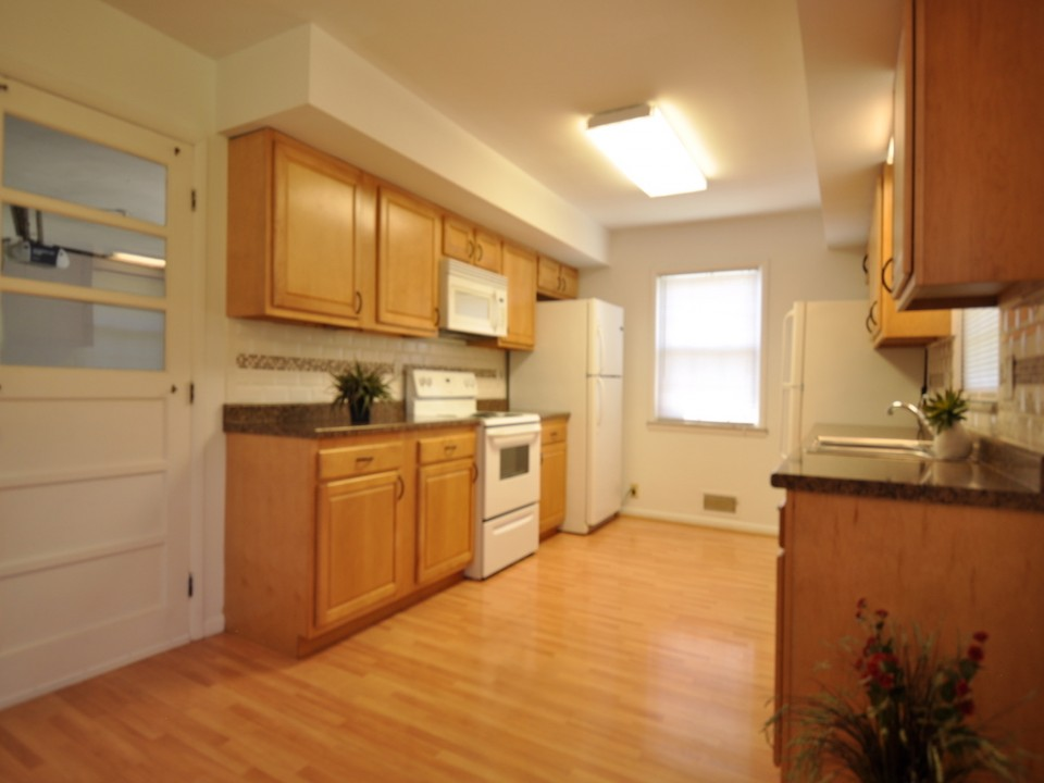 2410 Euclid 5 bedroom house for rent near ball state in muncie kitchen photo