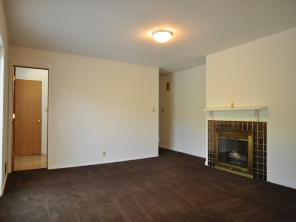 2410 Euclid 5 bedroom BSU house for rent living room photo