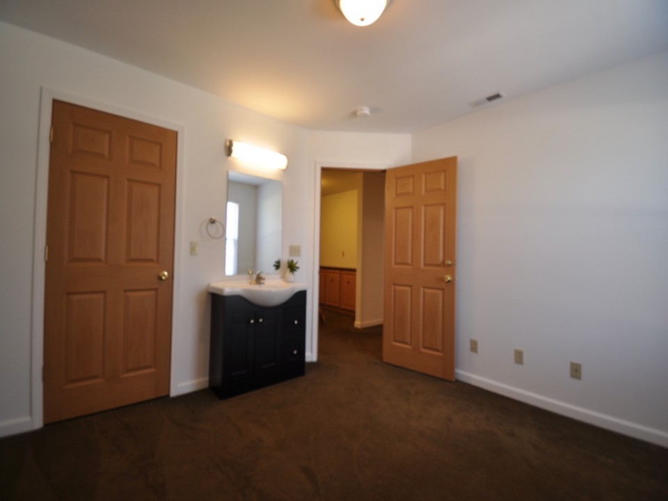 1216 W Marsh 5 bedroom Ball State off campus rental bedroom photo
