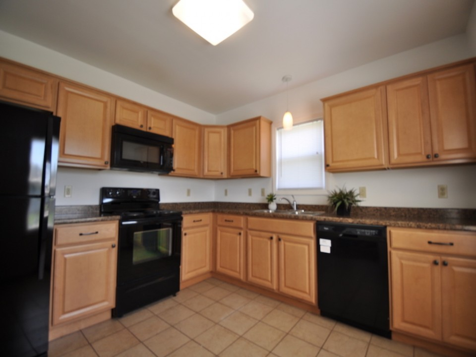 1216 W Marsh 5 bedroom off campus house for rent near ball state kitchen photo