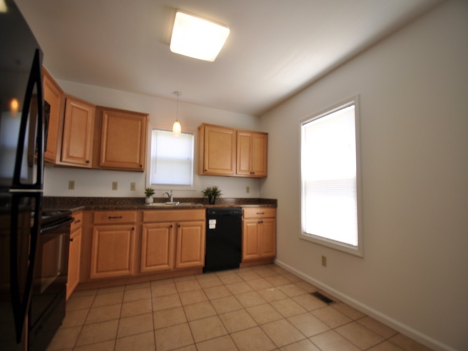 1216 W Marsh 5 bedroom Ball State rental house in muncie kitchen photo