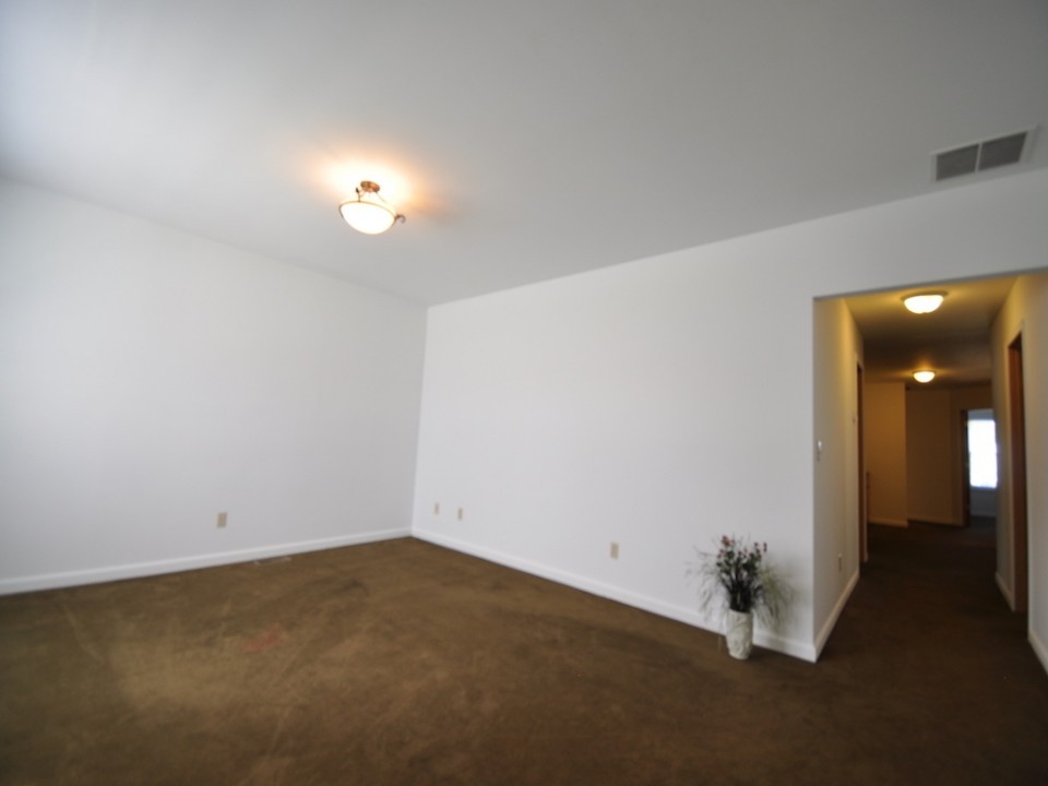 1216 W Marsh 5 bedroom BSU off campus house for rent in muncie living room photo